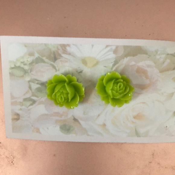 3/25 Lime green earring studs